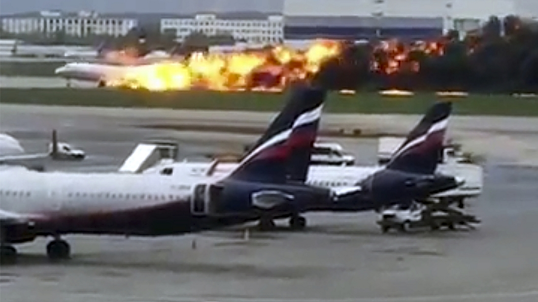 圖/達志影像美聯社 俄羅斯客機起火迫降機場 當局證實41人喪命