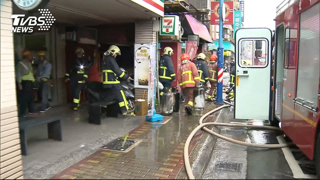 圖/TVBS 疑更換瓦斯桶不慎 早餐店氣爆!4傷送醫