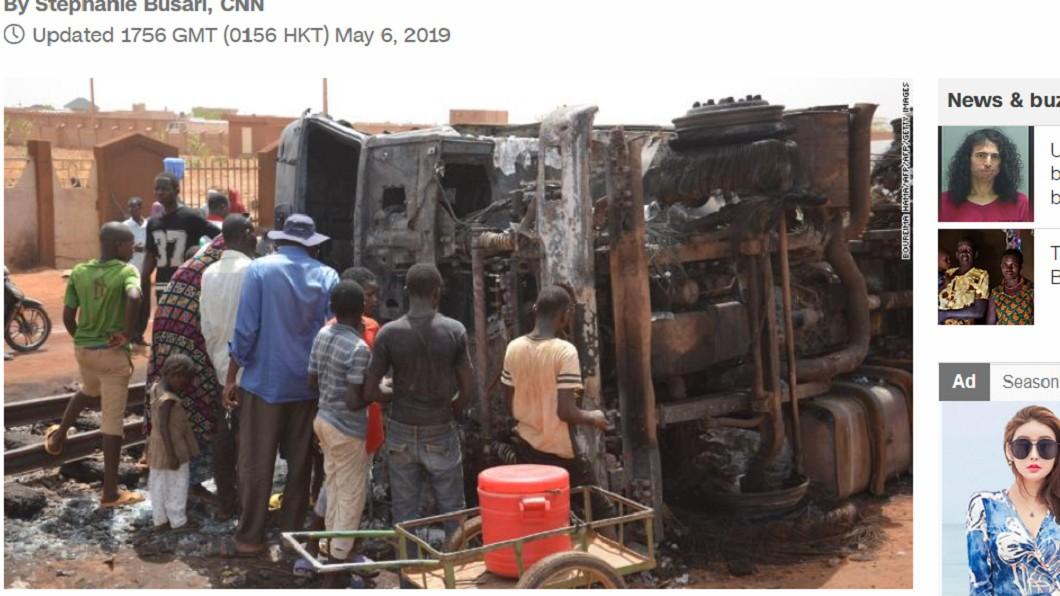 圖/截自CNN 尼日油罐車翻覆!民眾瘋搶燃油引爆炸 至少58人死亡