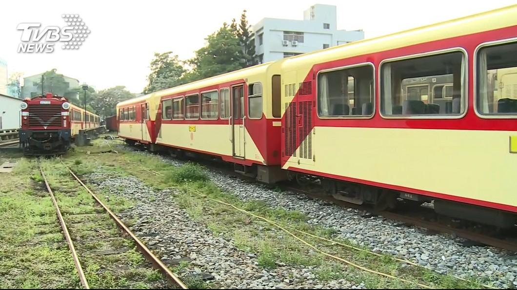 不少人有搭乘過阿里山森林鐵路小火車的經驗。(示意圖/TVBS) 丟臉!母子3人搭小火車橫躺整排佔位 兒睡到腳跨放扶手