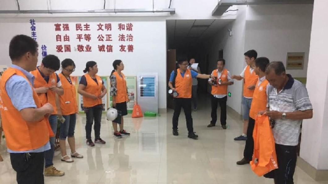 圖/轉攝自新華網微博  湖南徵臭豆腐「聞臭師」 月入六萬留嘸人