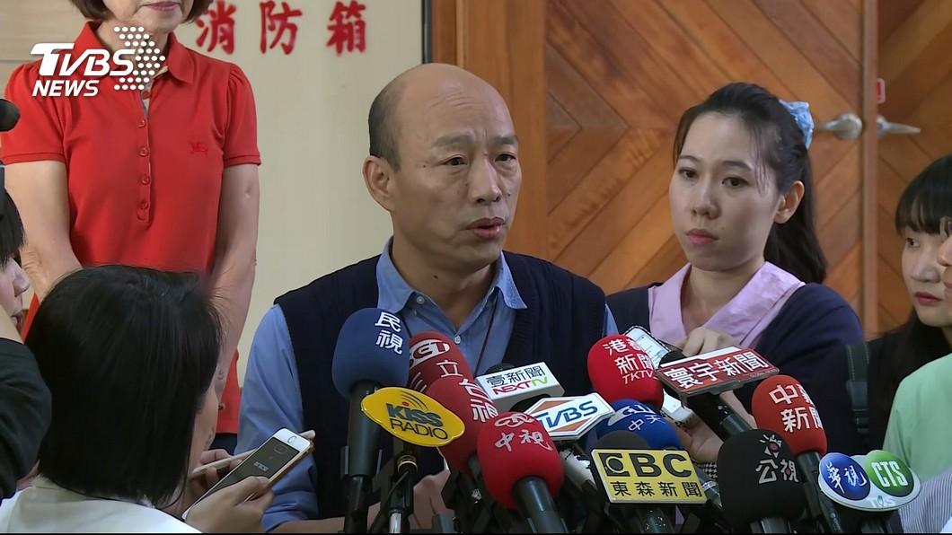 不少民眾期盼高雄市長韓國瑜能代表國民黨參選2020總統大位。(圖/TVBS) 吳敦義「登記說」卡韓?她怒批:國民黨若拿掉韓流剩啥