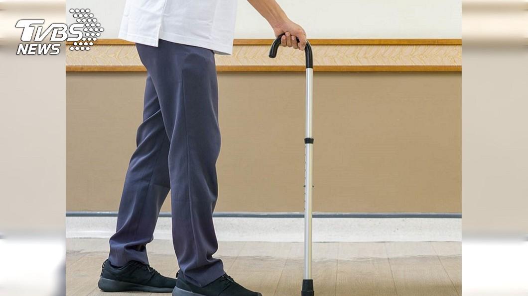 示意圖/TVBS 「年紀大就別生我」求小學兒陪診被嗆 老父忍淚走出醫院