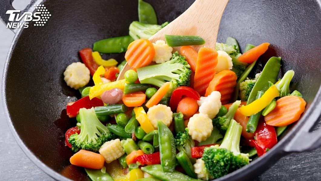 示意圖/TVBS 蔬菜水煮才好? 專家:油炒可能更營養