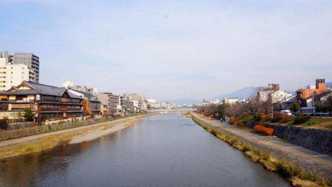 日本打卡景點-京都鴨川納涼床。(圖/Tripbaa趣吧!亞洲自由行專家)