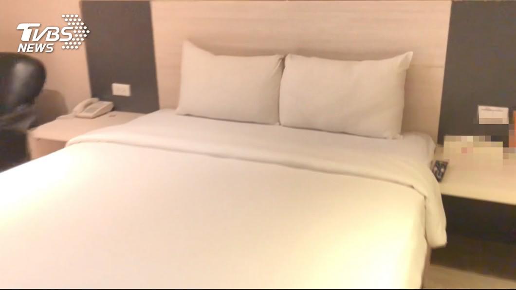 示意圖/TVBS 住飯店「多要1顆枕頭」結局神展開 網笑翻:庫存夠用嗎