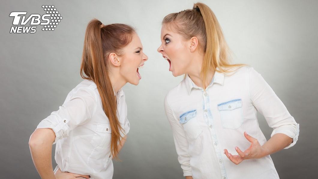員工超差態度讓民眾傻眼。示意圖/TVBS 女掏錢急買衛生棉 竟遭女員工咆哮:只能買2個