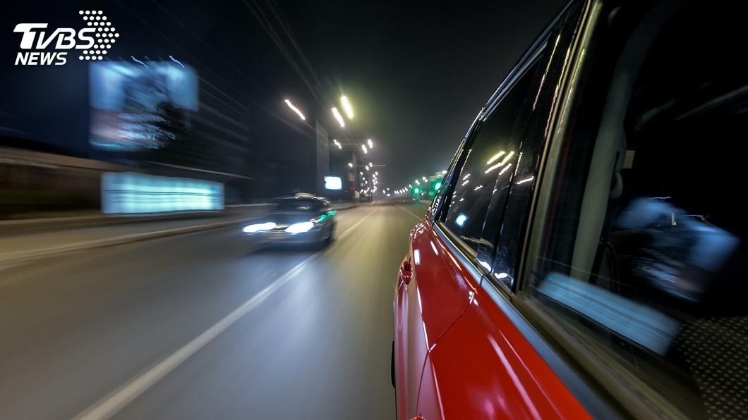 示意圖/TVBS 堪比動作大片! 洛杉磯警方高速公路驚險追車駁火