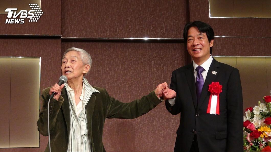圖/中央社 賴清德東京演講 金美齡現身擁抱直誇「緣投」