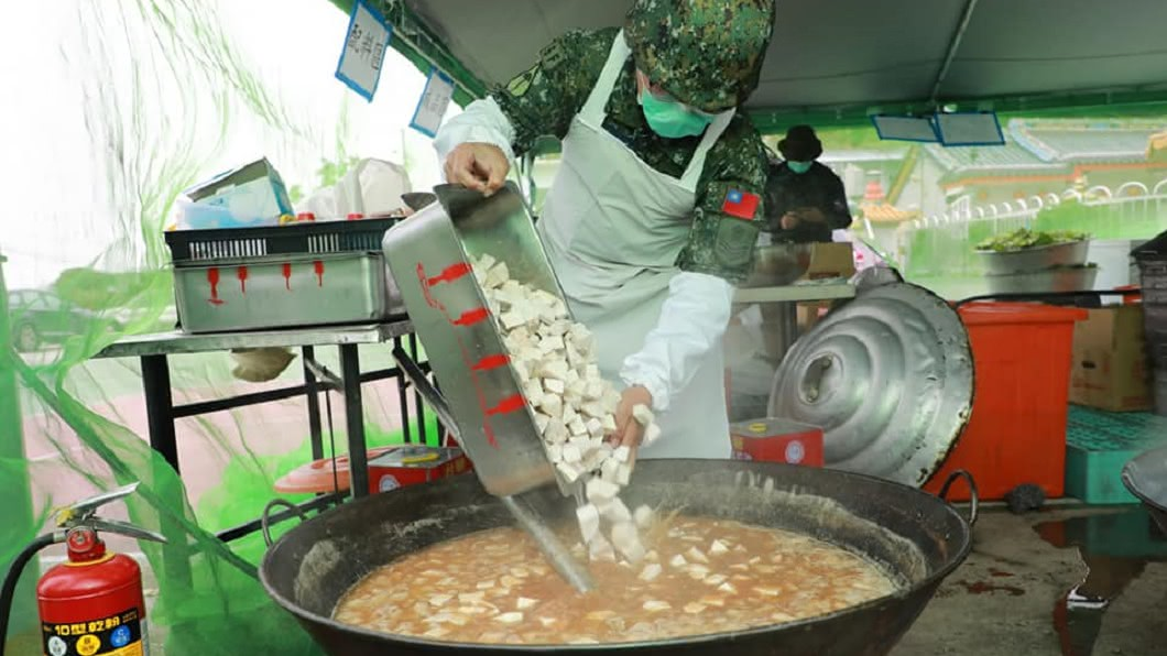 軍中伙食示意圖。圖/翻攝自中華民國陸軍司令部 軍中暗黑料理太難吃 前伙委曝餐費:該珍惜了
