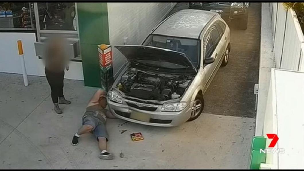 男子當時見一名女子的車子拋錨,好心幫對方修理,沒想到卻反遭對方誣告性侵。(圖/翻攝自YouTube)