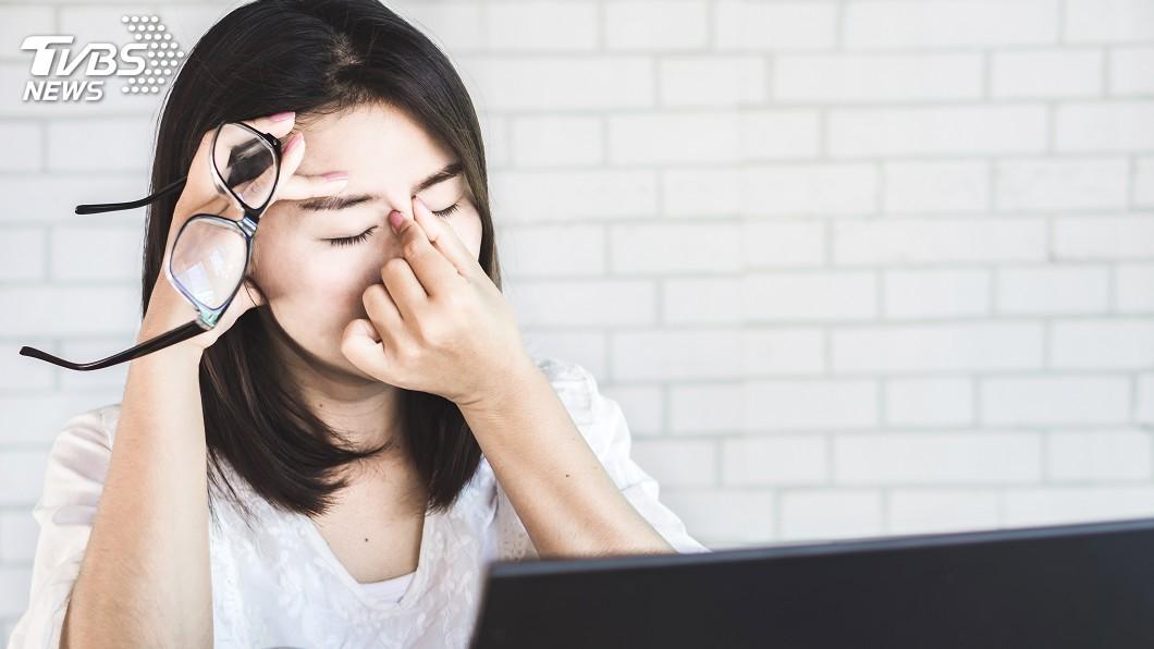 示意圖/TVBS 總覺得電腦螢幕擦不乾淨 原因竟是網膜格子狀病變