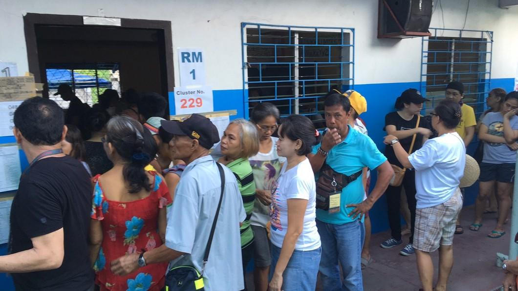 一早六點就排隊投票的菲律賓選民 圖/由作者提供