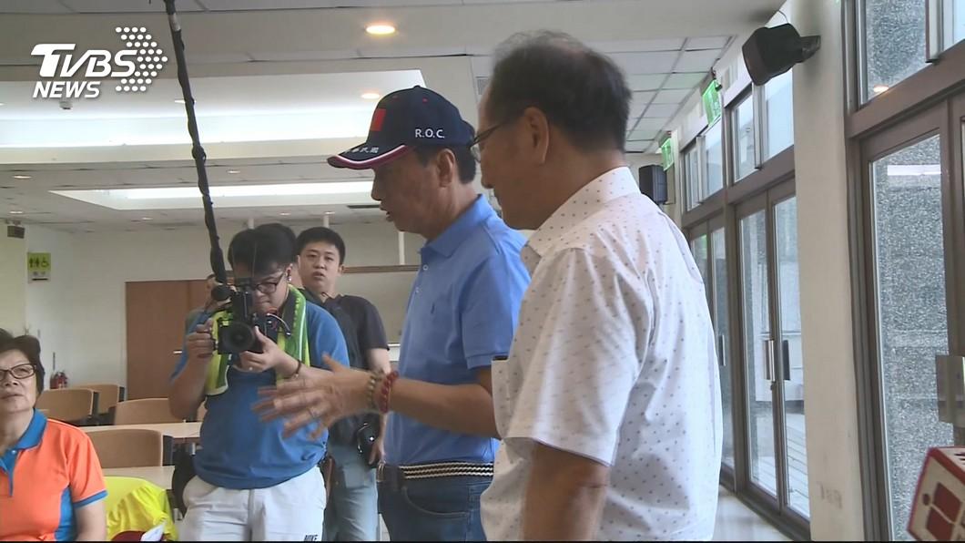 圖/TVBS 郭董搭私人飛機到台東 遭酸「不夠接地氣」