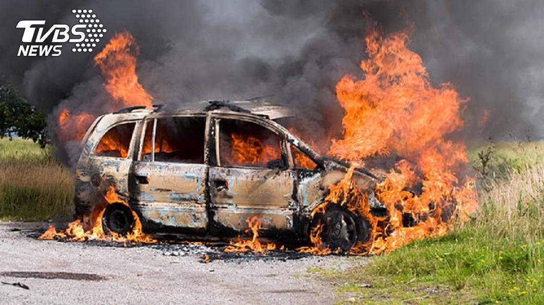 2歲女童爬進車內玩火柴,意外引發大火。示意圖/達志影像TPG 車門打不開!女童躲車內玩火柴 慘遭活活燒死