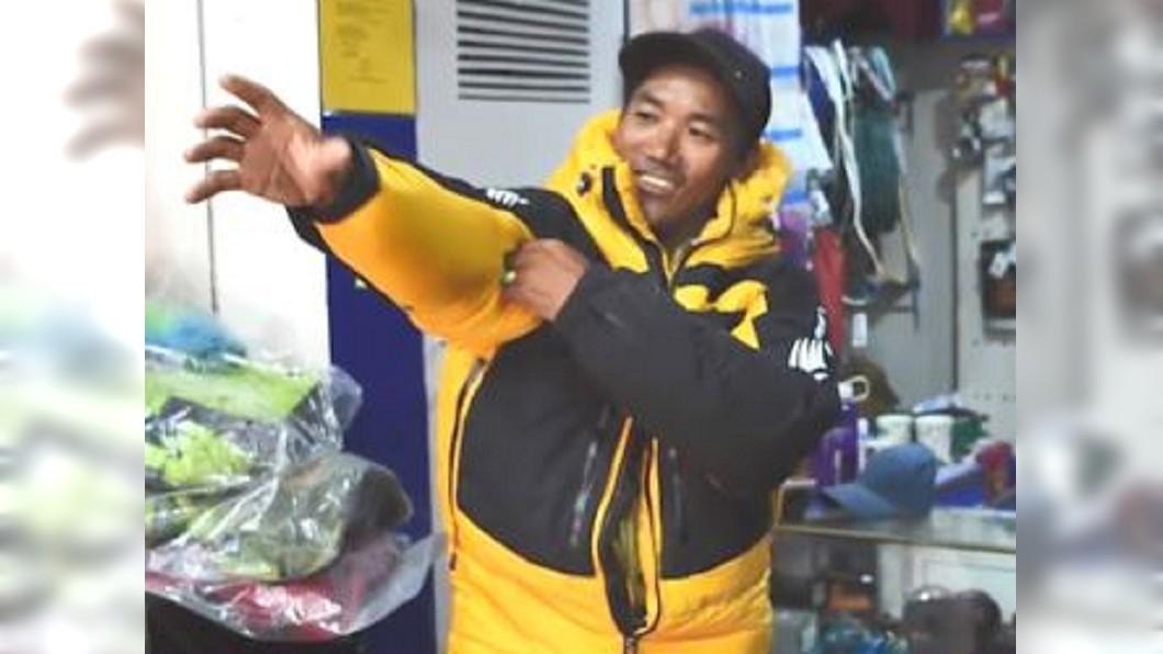 圖/翻攝自CBSDFW| YouTube 生涯23度攀登聖母峰 雪巴「卡米」創紀錄