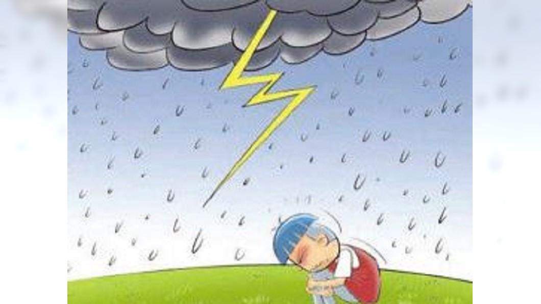 圖/翻攝自廣西氣象微博 日本變天雷電交加 靠腳尖蹲下可防雷擊