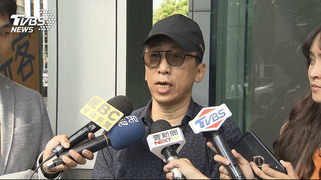 苦苓表示願意當面向館長道歉。圖/TVBS 被拱讓館長揍2拳謝罪 苦苓尷尬這樣說