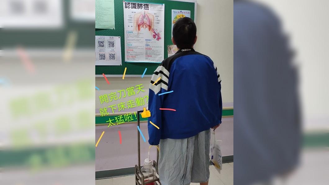 葉佳修臉書粉絲團,貼出葉佳修背影照,表示手術順利。圖/翻攝葉佳修粉絲團 Joseph Yeh Fan Club