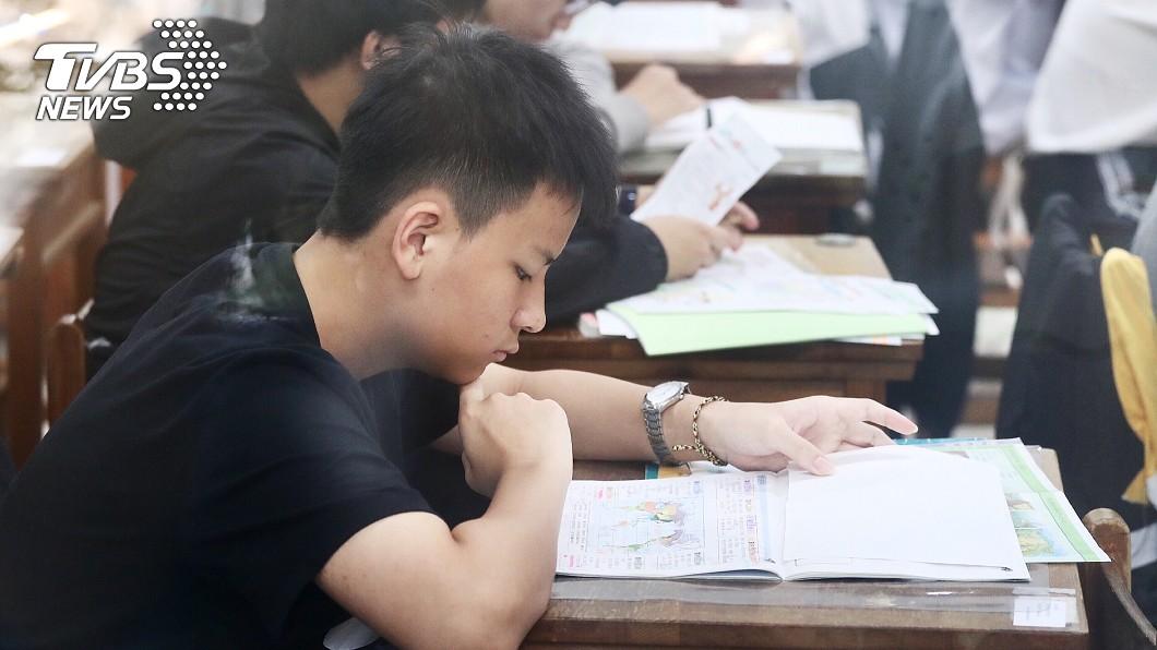 圖/中央社 會考數學算防曬係數 試題取材生活化