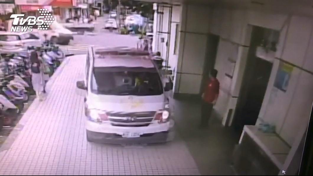 圖/TVBS 死者有詐欺前科 遭仇家店內追趕射殺
