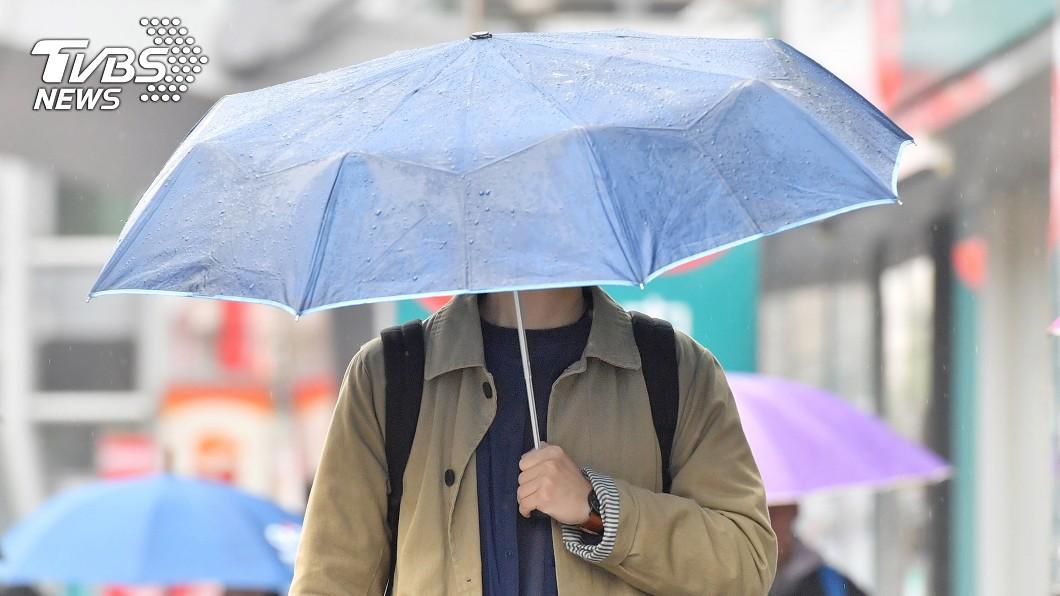 受西南風影響,今白天各地仍有局部短暫陣雨、雷雨。圖/中央社 大雨過後...全台又悶又濕 北部明起低溫跌19度