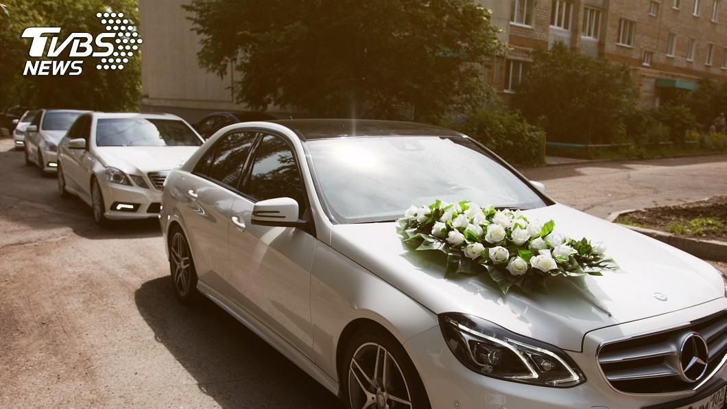 一名網友抱怨,幫忙朋友結婚出車,但最後僅拿到600元紅包+1個便當。示意圖/TVBS 幫開禮車13hrs 新郎「包600+1便當」他傻眼