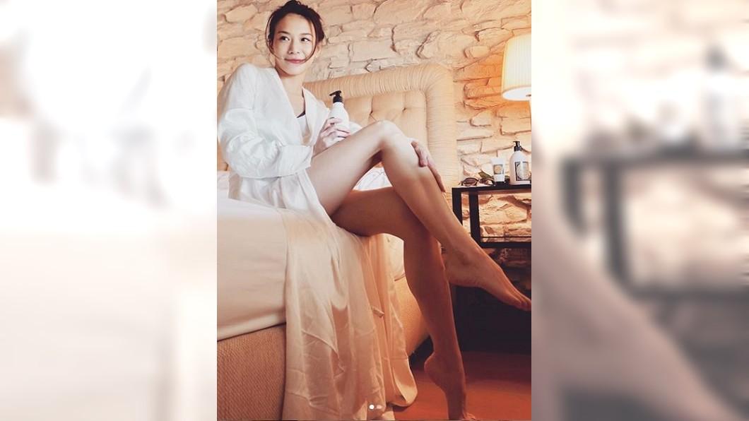 艾莉絲的美腿又長又勻稱。圖/翻攝iris_1221_lily IG