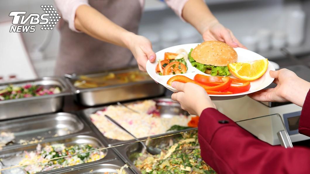 示意圖/TVBS 心疼孩子沒錢肚子餓 她讓學生賒帳慘被炒魷魚