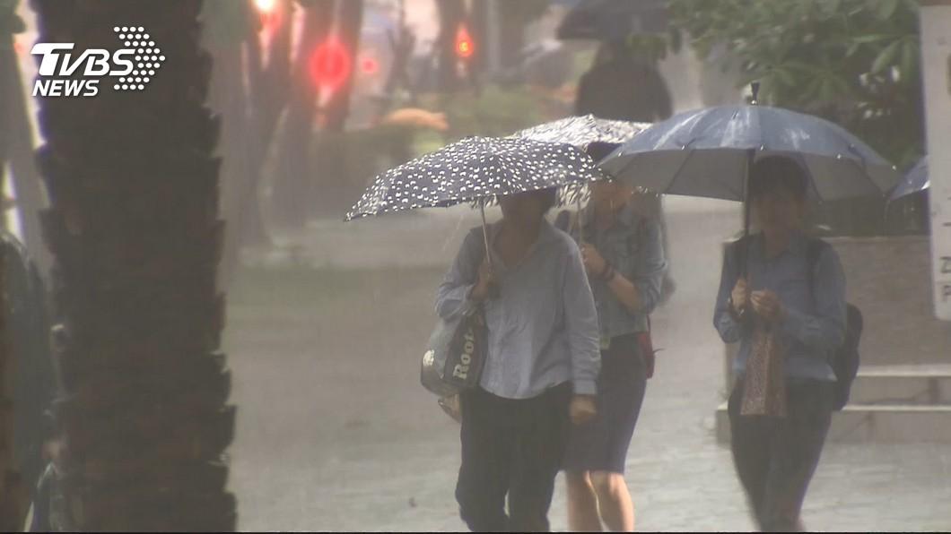 圖/TVBS 低壓帶挾豪雨 高屏2天總雨量上看500毫米
