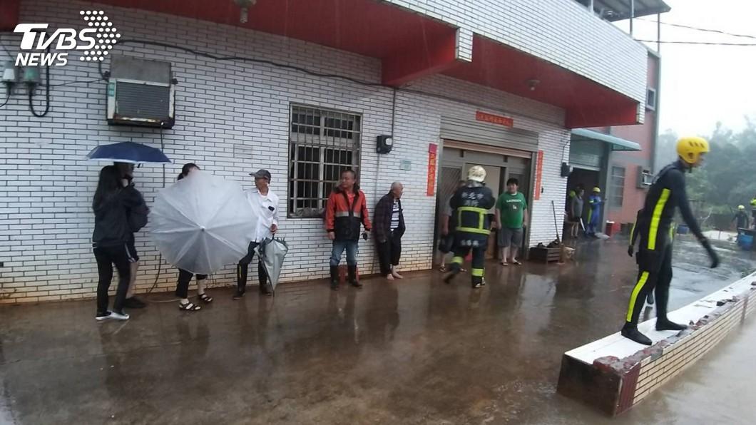 圖/中央社 豪雨狂襲! 新北134件災情援救出12人