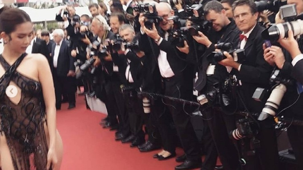 鄧玉貞貼出攝影師爭拍照片,似乎很滿意這件禮服帶來的效果。圖/翻攝Ngọc Trinh IG