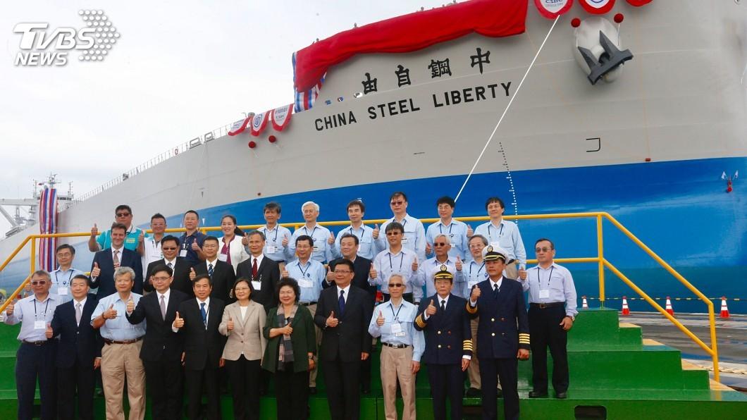 圖/中央社 台船國輪國造交船 蔡總統命名「中鋼自由輪」