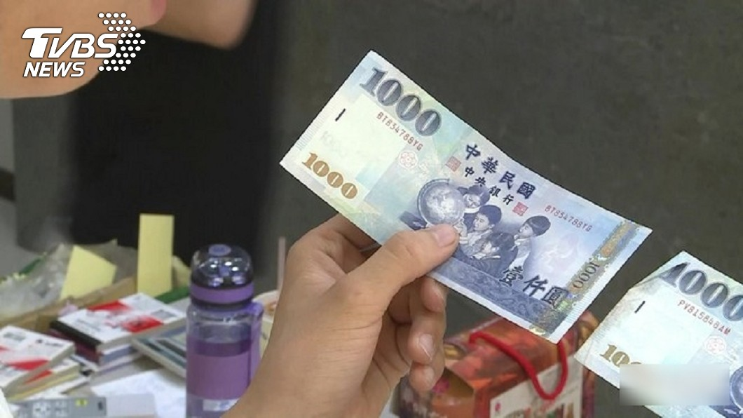 如果在路上掉了1千元,你會怎麼辦呢?(示意圖/TVBS) 遺失1千元飯錢…學生發文急尋 大叔「還2千」暖哭人