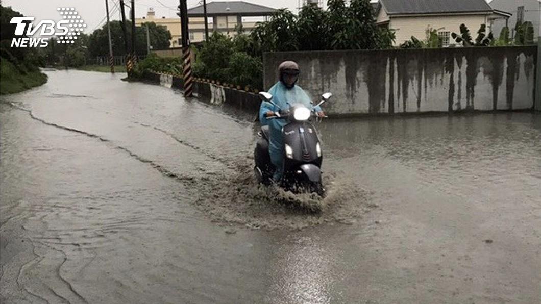 圖/中央社資料畫面 防豪雨致淹水 教部提醒學校保持排水溝渠暢通
