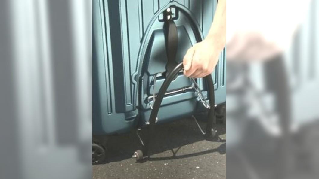 圖/翻攝自NHK推特 拖行李箱爬樓梯免驚! 日推省力小物受矚目