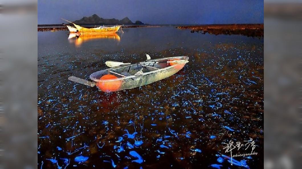 夏日熱搜水上活動-馬祖藍眼淚透明獨木舟。(圖/Tripbaa趣吧!亞洲自由行專家)