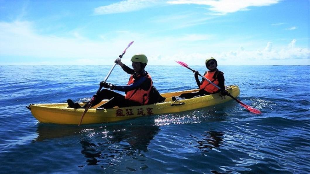 夏日熱搜水上活動-台東美麗灣獨木舟體驗。(圖/Tripbaa趣吧!亞洲自由行專家)