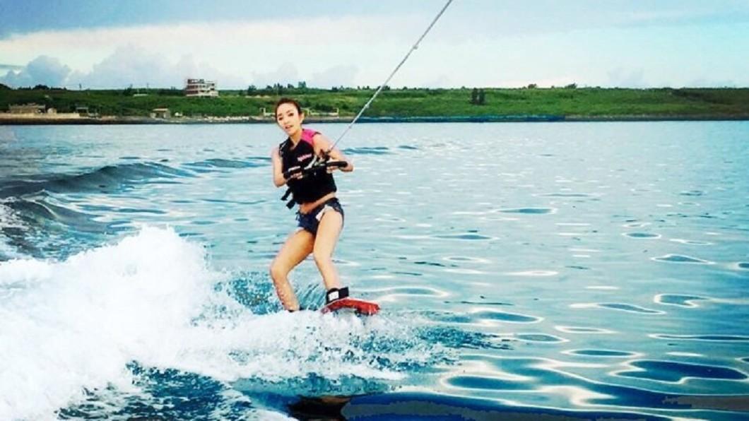 夏日熱搜水上活動-澎湖寬版滑水體驗。(圖/Tripbaa趣吧!亞洲自由行專家)