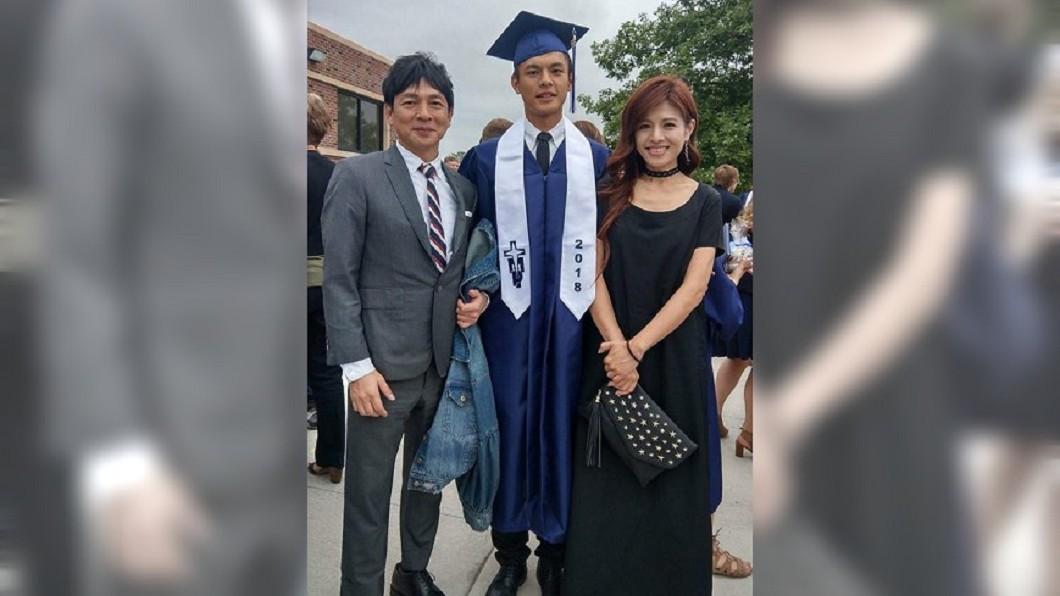 大兒子去年從TMP高中畢業,讓林葉亭既感動又驕傲。圖/翻攝自 林葉亭 臉書
