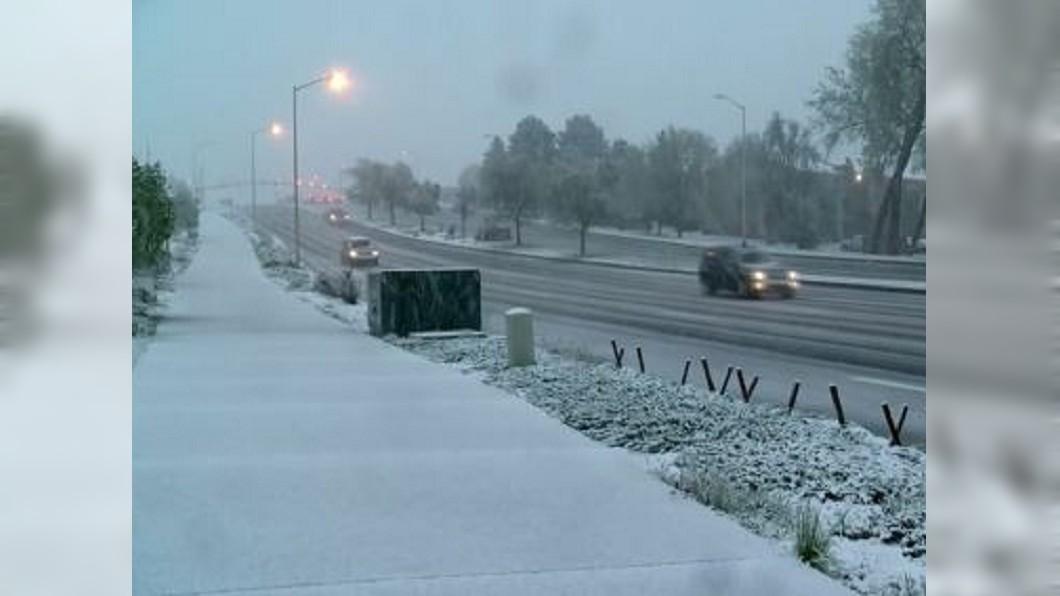 圖/翻攝自CBS Denver YouTube 美國科羅拉多出現五月雪 交通大亂到處塞車