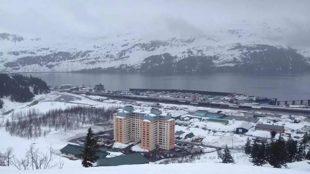 這個小鎮一到冬天就遭白雪覆蓋。(圖/翻攝自微博)
