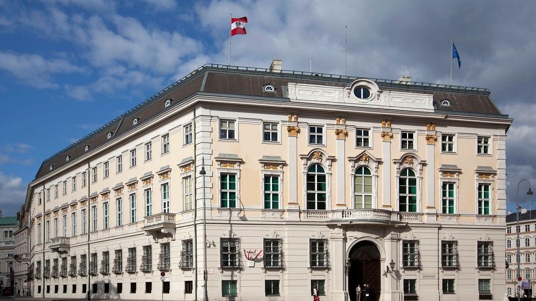 奧地利政府爆發醜聞,重創民眾對政府的信心,圖為位於首都維也納的奧地利聯邦總理府。圖/奧地利聯邦總理府提供 奧地利政府醜聞駭人 重挫歐洲極右勢力聲勢