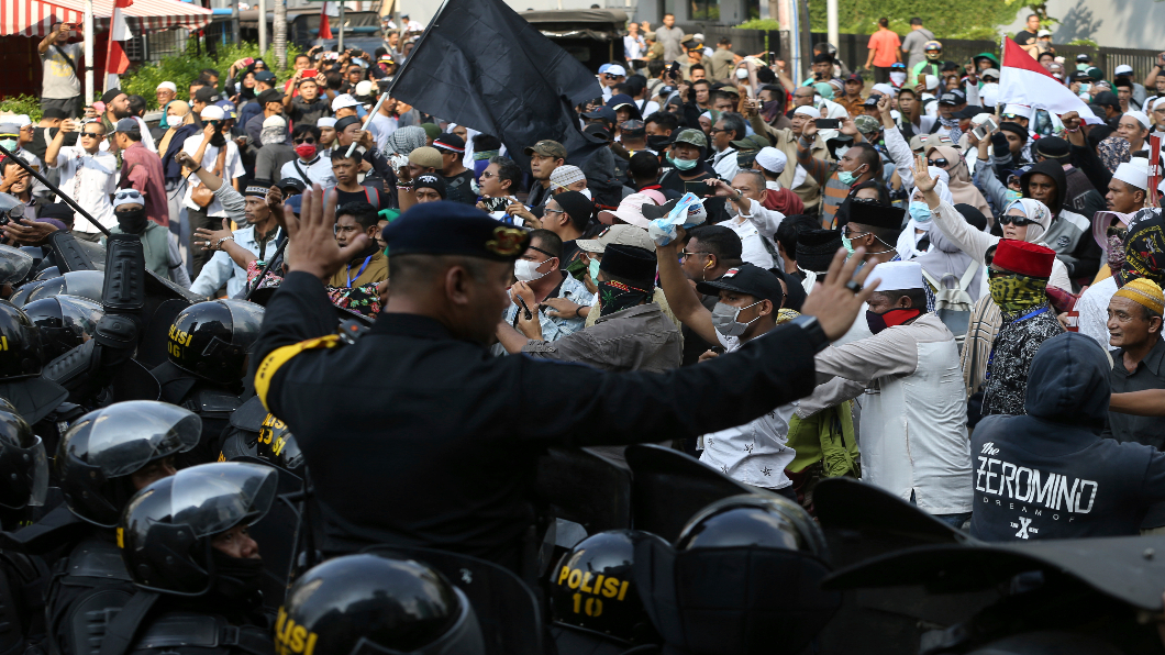 圖/達志影像美聯社 選後動盪!印尼千人上街 警民衝突釀6死