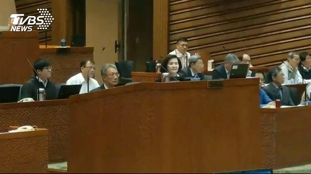 圖/TVBS 秘書長全程陪坐備詢挨轟 林姿妙:是尊重議長裁示