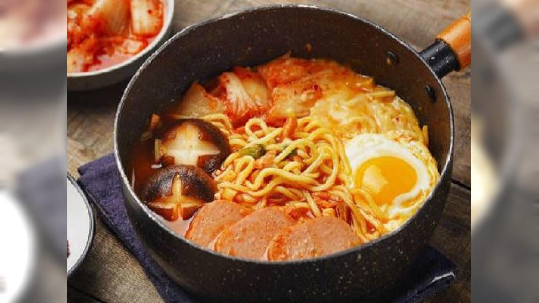 圖/翻攝自可樂莎莉 YouTube 傳統與外來融合 部隊鍋體現韓國飲食包容性
