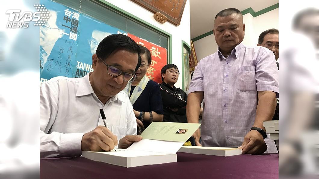 圖/中央社 陳水扁嘉義簽書會 面對媒體提問保持沉默