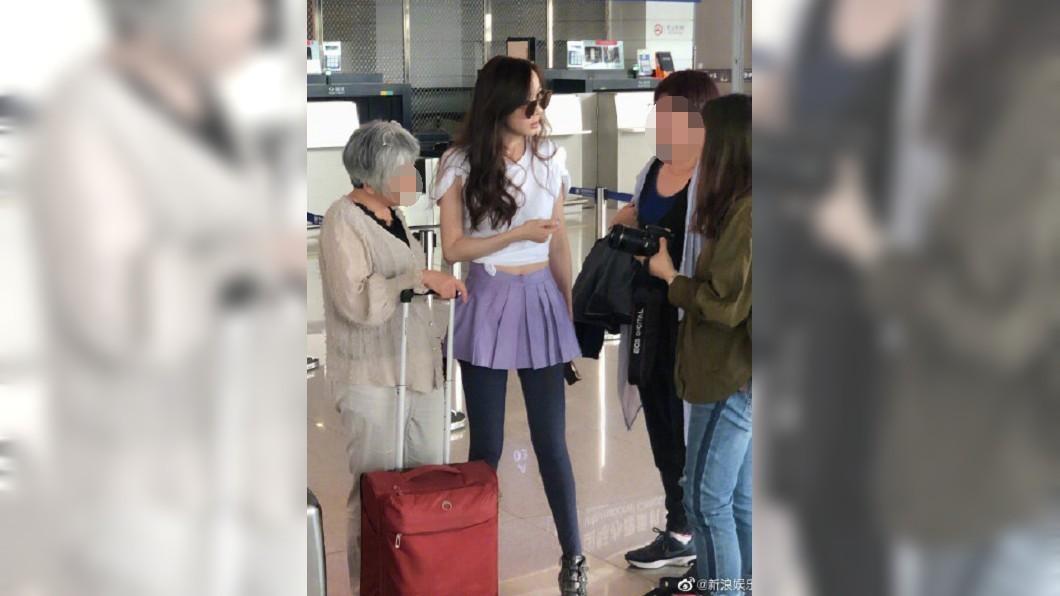 近日有網友在機場巧遇蕭薔後,將照PO上網。圖/翻攝自微博
