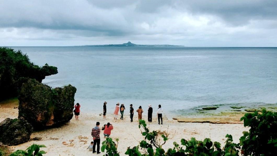 沖繩北部景點推薦-沖繩美麗海水族館烏龜沙灘。(圖/Tripbaa趣吧!亞洲自由行專家)