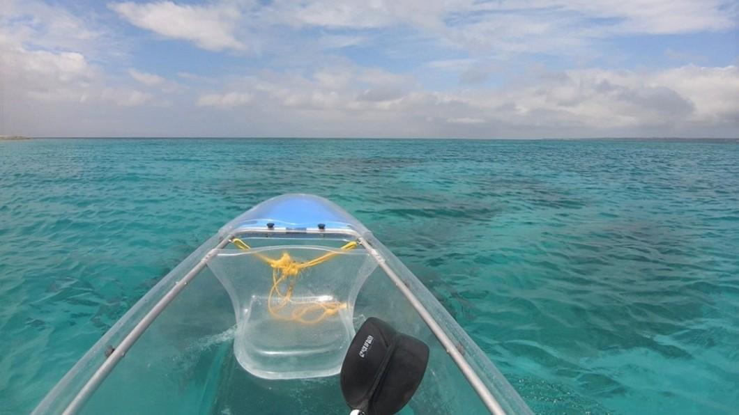 沖繩北部景點推薦-水納島透明獨木舟體驗。圖/Tripbaa趣吧!亞洲自由行專家 沖繩北部景點推薦10選! 私房景點、美食清單看這裡